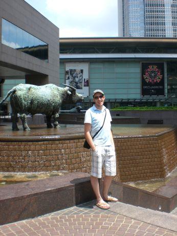Das obligatorische 'Ich war da' Foto vor der Börse in Hong Kong